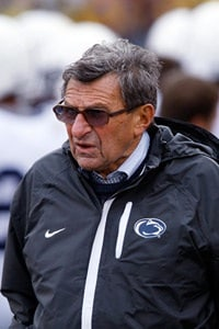 Joe Paterno, Former Penn State Football Coach, Dies