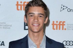 Brenton Thwaites in Talks for 'Pirates 5' (Exclusive)