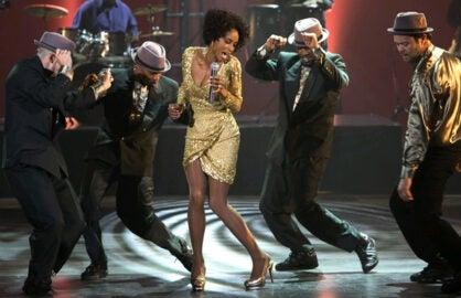 Whitney: Yaya DaCosta performs (Lifetime)