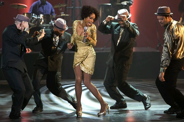 Whitney: Yaya DaCosta performs (Lifetime)