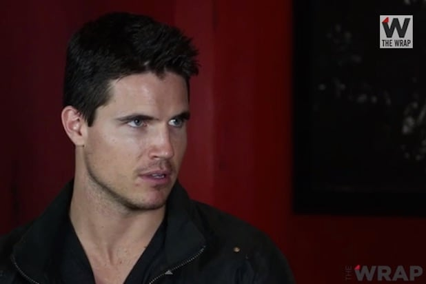 Robbie amell who is he dating 3