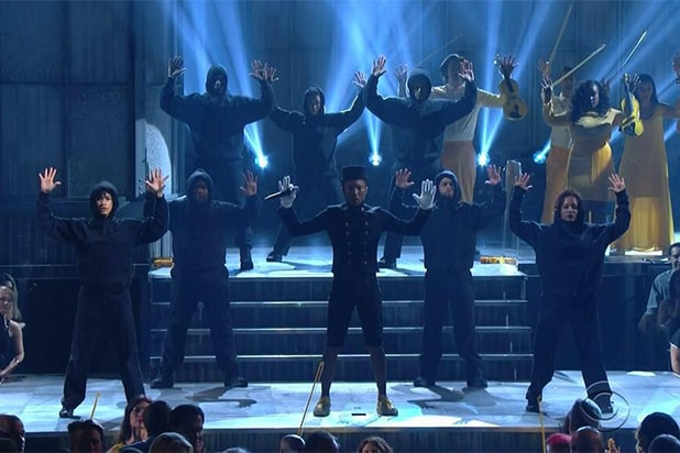 Pharrell does Hands Up at the Grammys