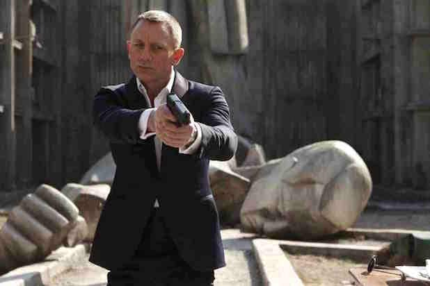 'Spectre' Review: 007 Goes Through the Motions in a ...