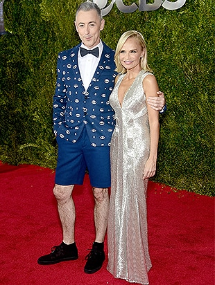 NEW YORK, NY - JUNE 07: Hosts Alan Cumming (L) and Kristin Chenoweth attends the 2015 Tony Awards at Radio City Music Hall on June 7, 2015 in New York City. (Photo by Dimitrios Kambouris/Getty Images for Tony Awards Productions)