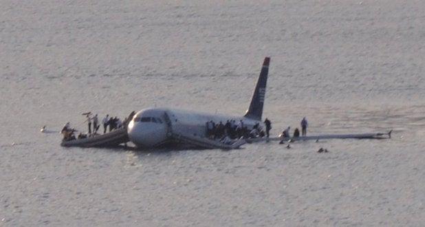 Plane_crash_into_Hudson_River_(crop)