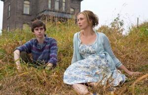 Bates Motel Vera Farmiga Freddie Highmore
