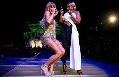 LOS ANGELES, CA - AUGUST 22: Singer-songwriters Taylor Swift (L) and Mary J. Blige perform onstage during Taylor Swift The 1989 World Tour Live In Los Angeles at Staples Center on August 22, 2015 in Los Angeles, California. (Photo by Christopher Polk/Getty Images for TAS)