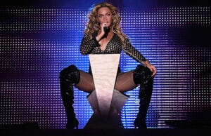 PHILADELPHIA, PA - SEPTEMBER 05: Beyonce (C) performs onstage during the 2015 Budweiser Made in America Festival at Benjamin Franklin Parkway on September 5, 2015 in Philadelphia, Pennsylvania. (Photo by Kevin Mazur/Getty Images for Anheuser-Busch)
