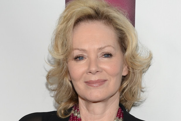 The 65-year old daughter of father  Douglas Smart and mother Kay Smart, 170 cm tall Jean Smart in 2017 photo