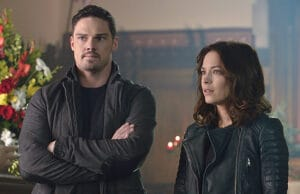"""Beauty and the Beast -- """"Chasing Ghosts"""" -- Image Number: BB306b_0169.jpg -- Pictured (L-R): Jay Ryan as Vincent and Kristin Kreuk as Catherine -- Photo: Ben Mark Holzberg/The CW -- © 2015 The CW Network, LLC. All rights reserved."""