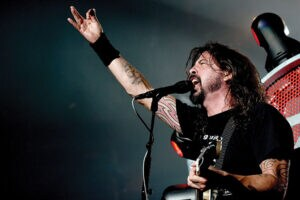 Dave Grohl and the Foo Fighters announce new EP for victims of the Paris attacks