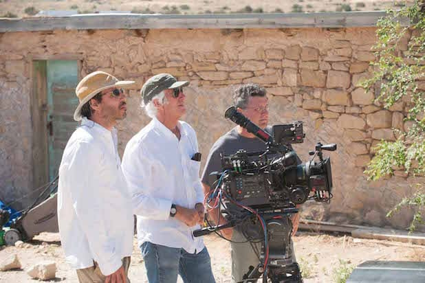 "Roger Deakins, center, shooting ""Sicario"""