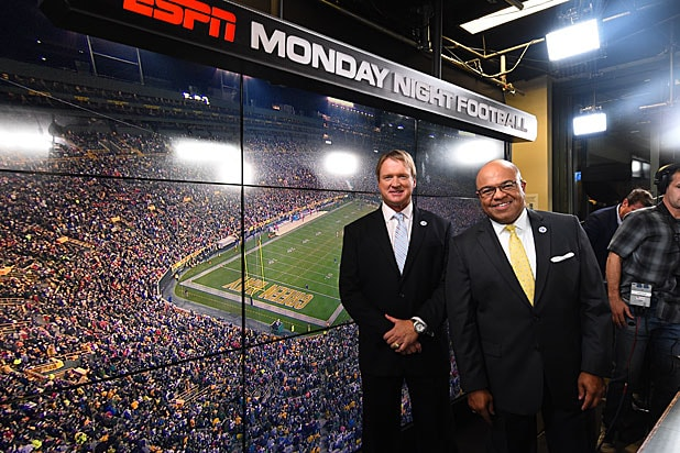 Inside Monday Night Football 5 Things You Don T See On Tv