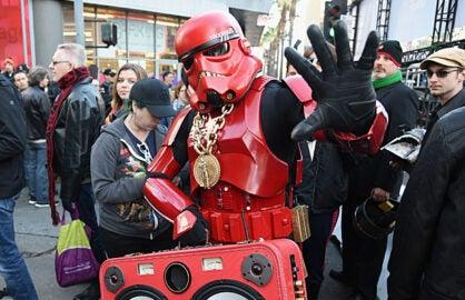 Star-Wars-Premiere-Stormtrooper-Fans