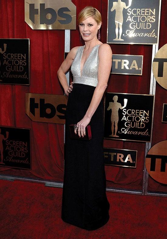 Julie Bowen arrives at the SAG Awards
