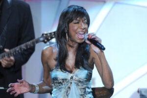 natalie cole singing grammys