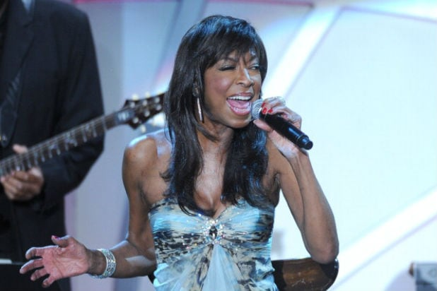 natalie cole singing grammys