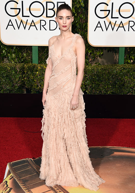 Rooney Mara arrives at the Golden Globes