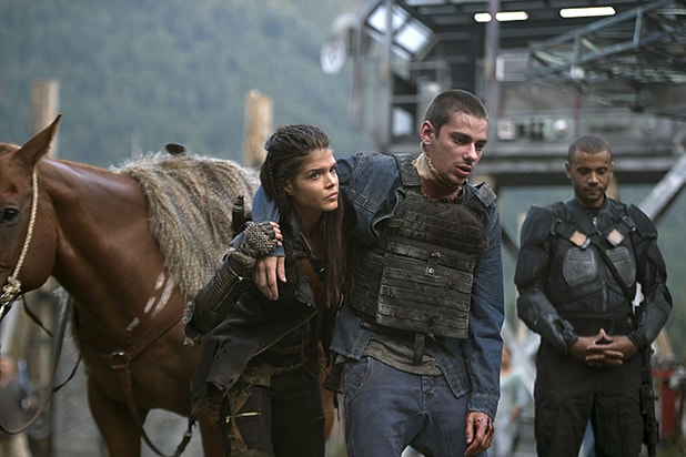 "The 100 -- ""Wanheda: Part One"" -- Image HU301D_0124 -- Pictured (L-R) Marie Avgeropoulos as Octavia and Devon Bostick as Jasper -- Credit: Cate Cameron/The CW -- © 2015 The CW Network, LLC. All Rights Reserved"