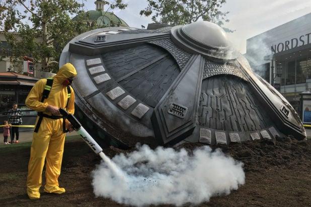 X Files Ufo Crash Lands At L A Mall Photos