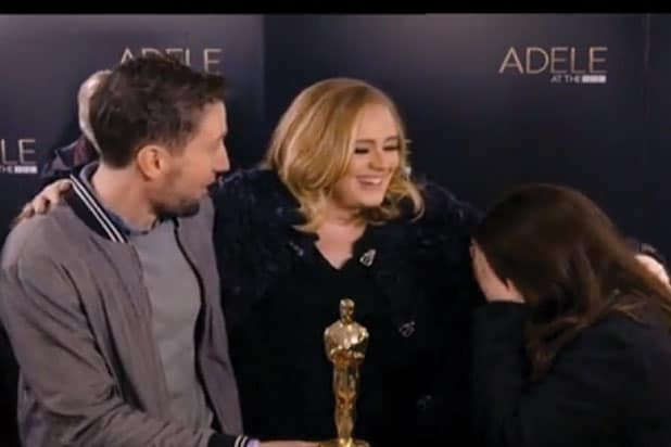 adele photobombs fans
