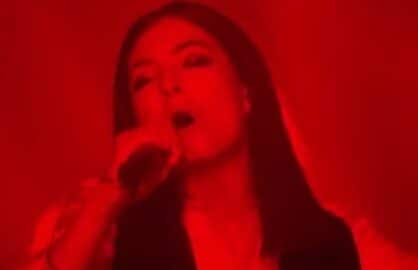lorde brit awards david bowie tribute