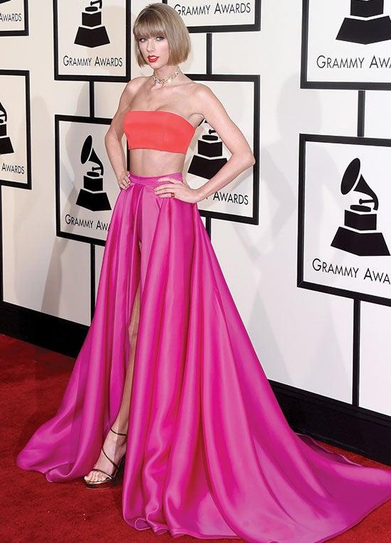 Taylor Swift arrives at the 2016 Golden Globes