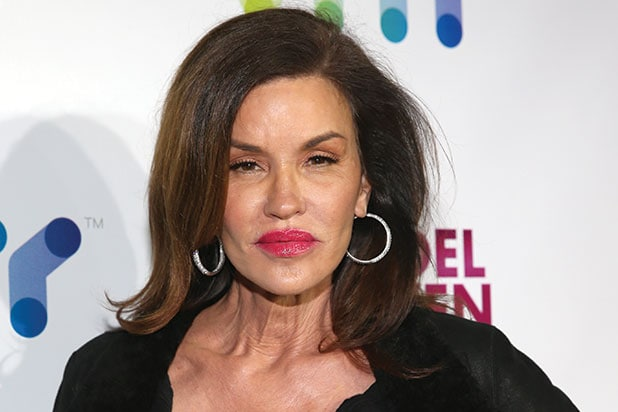 janice dickinson testifies at cosby retrial i wanted to punch him