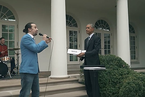 39 hamilton 39 creator lin manuel miranda freestyle raps with obama at the white house video. Black Bedroom Furniture Sets. Home Design Ideas
