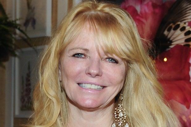 945ac138761de Cheryl Tiegs Apologizes to Ashley Graham