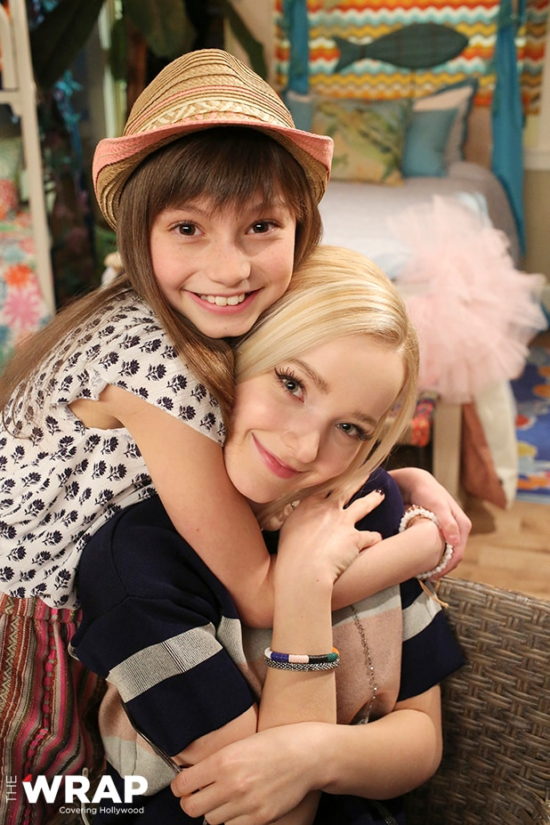 "LIV AND MADDIE - ""TBD 401"" (Disney Channel/Ron Tom) LAUREN LINDSEY DONZIS, DOVE CAMERON"