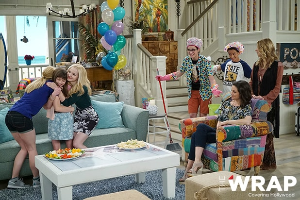 "LIV AND MADDIE - ""TBD 401"" (Disney Channel/Ron Tom) LAUREN LINDSEY DONZIS, DOVE CAMERON, JOEY BRAGG, TENZING TRAINOR, KALI ROCHA, JOLIE JENKINS"