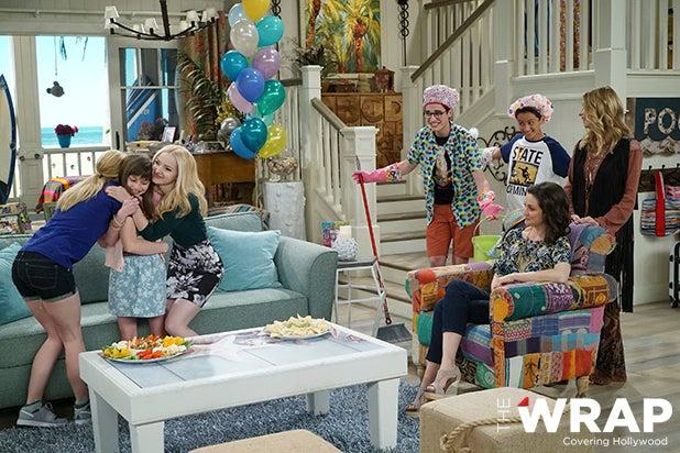 "LIV AND MADDIE - ""TBD 401"" (Disney Channel/Ron Tom) LAUREN LINDSEY DONZIS, DOVE CAMERON, JOEY BRAGG, TENZING TRAINOR, KALI ROCHA, JOLIE JENKINS"