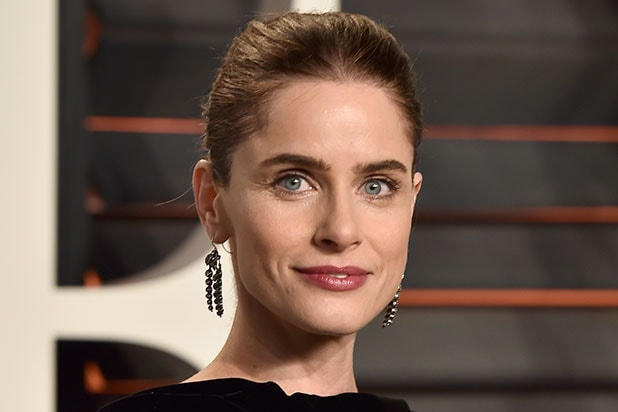 The 45-year old daughter of father Charles Peet and mother Penny Levy, 168 cm tall Amanda Peet in 2017 photo