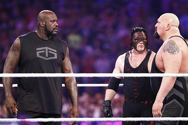 Shaquille O'Neal Surprises WWE Fans at WrestleMania 32 (Video)