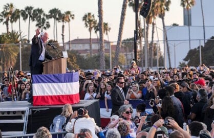 Dick Van Dyke, Fortune Cookies and 5 Other Things 'Scene and Heard' at Bernie Sanders' Santa Monica Rally (Photos)