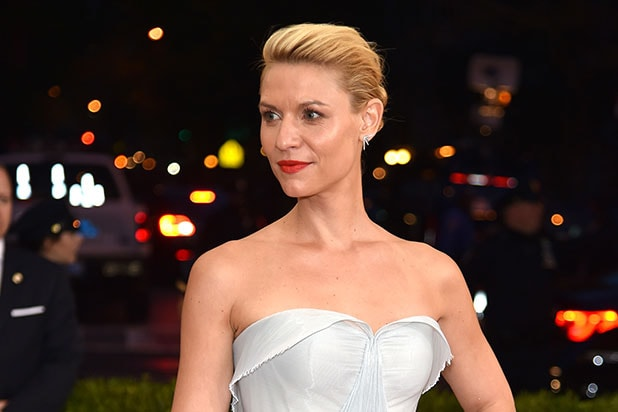 f49c58b8d50 Claire Danes Is Real-Life Cinderella at Met Gala in Glow-in-the-Dark ...