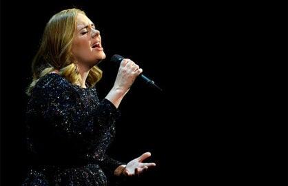 Adele dedicates concert to Orlando