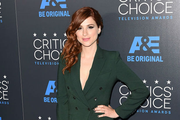 aya cash modern family