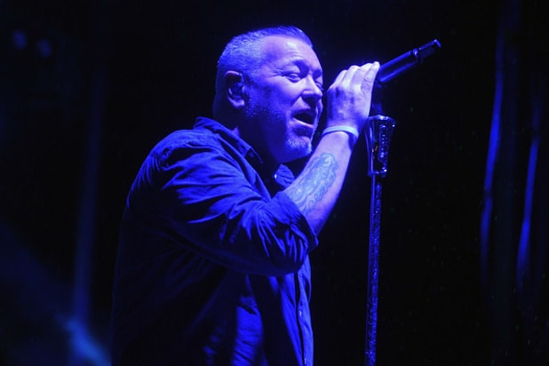 Smash Mouth frontman leaves in ambulance mid-show