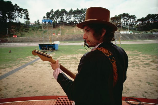 Bob Dylan, with top hat near Auckland, New Zealand March 1978