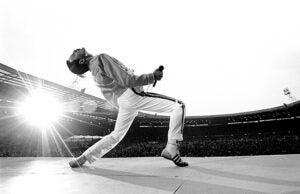 Freddie Mercury-onstage-Wembley Stadium 1986