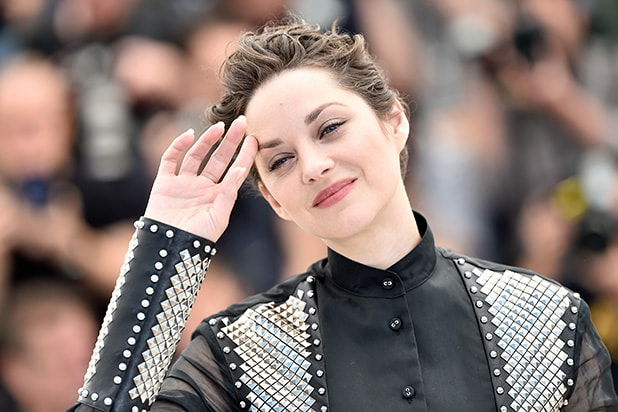 Marion Cotillard Says She S Pregnant And It S Not Brad Pitt S