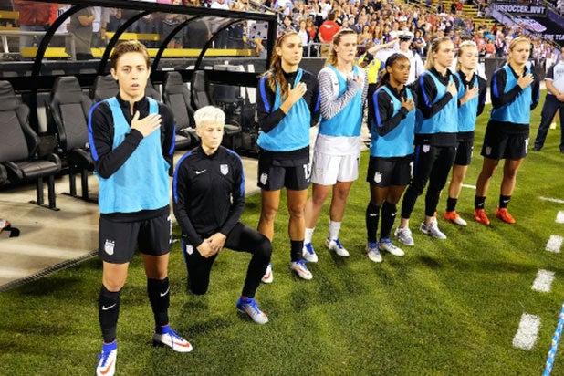 megan rapinoe kneels during national anthem