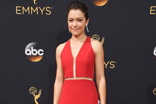 tatiana maslany wins emmy for orphan black 2016