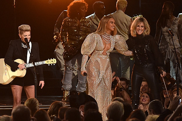 Beyonce Dixie Chicks CMAs