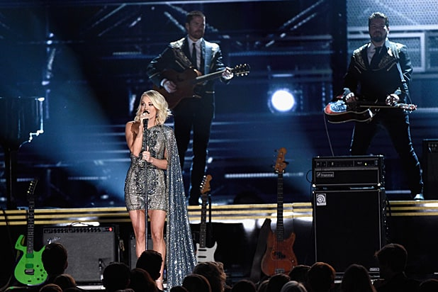 Carrie Underwood performing 2016 CMAsCarrie Underwood performing 2016 CMAs