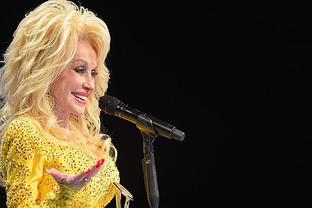 Dolly Parton 2016 CMAs