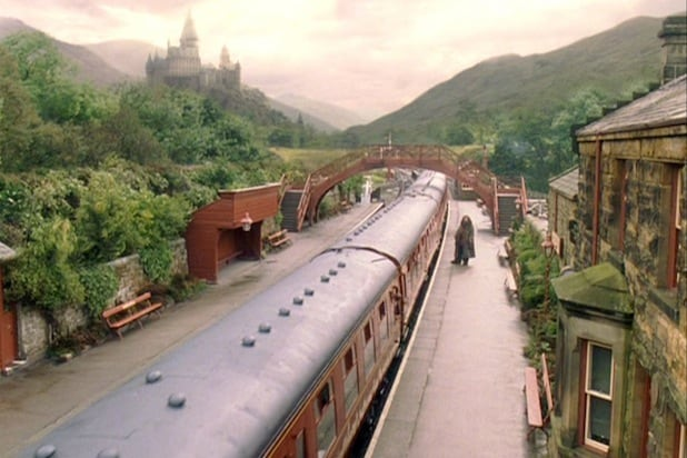 Family rescued by Hogwarts Express in Scottish Highlands