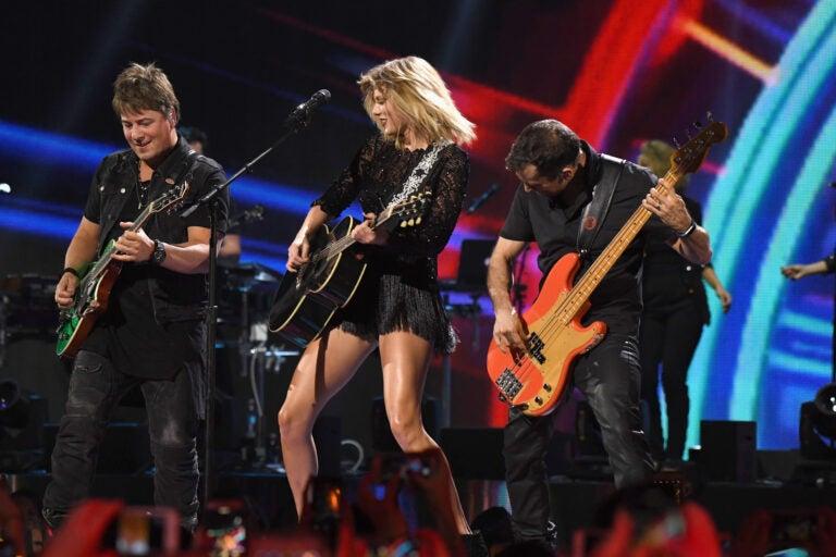 Taylor Swift 2017 DIRECTV NOW Super Saturday